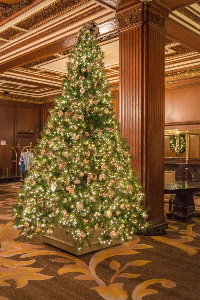 Christmas tree at the Omni Parker House | thefoodiemiles