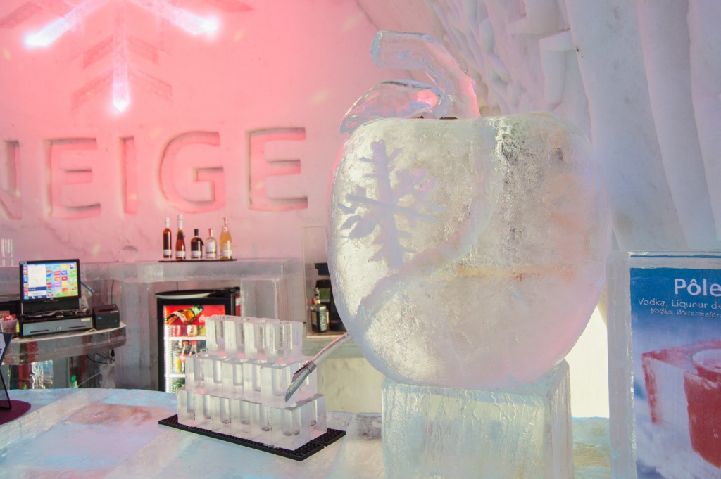 Neige bar in ice hotel