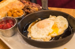 Brunch plate at Le Lapin Saute Quebec