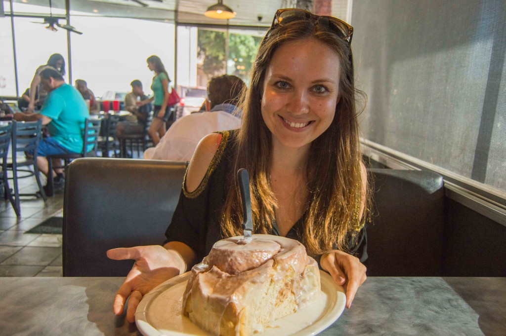the-biggest-cinnamon-roll-san-antonio