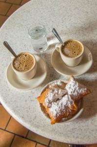 beignets-and-cafe-au-lait-at-cafe-du-monde