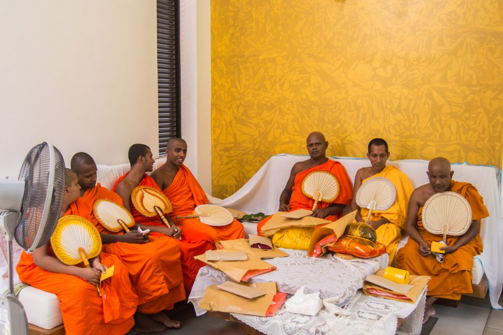 dana sri lanka buddhist monks