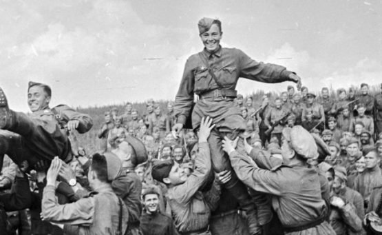 Soviet soldiers return home after WWII