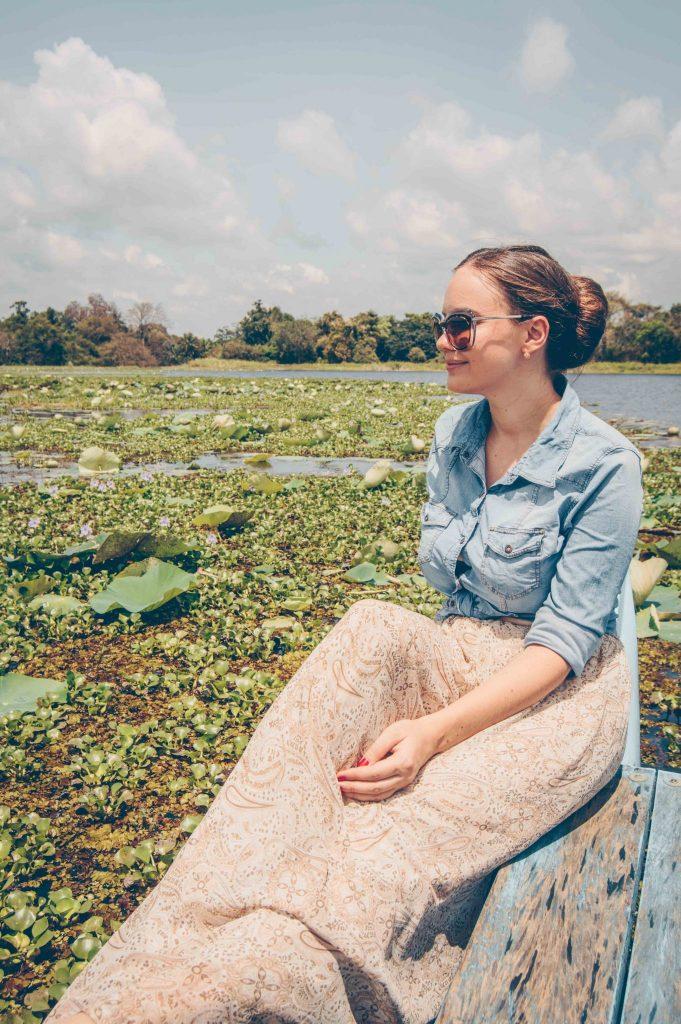 Озеро Хиривадунна, покрытое лотосами