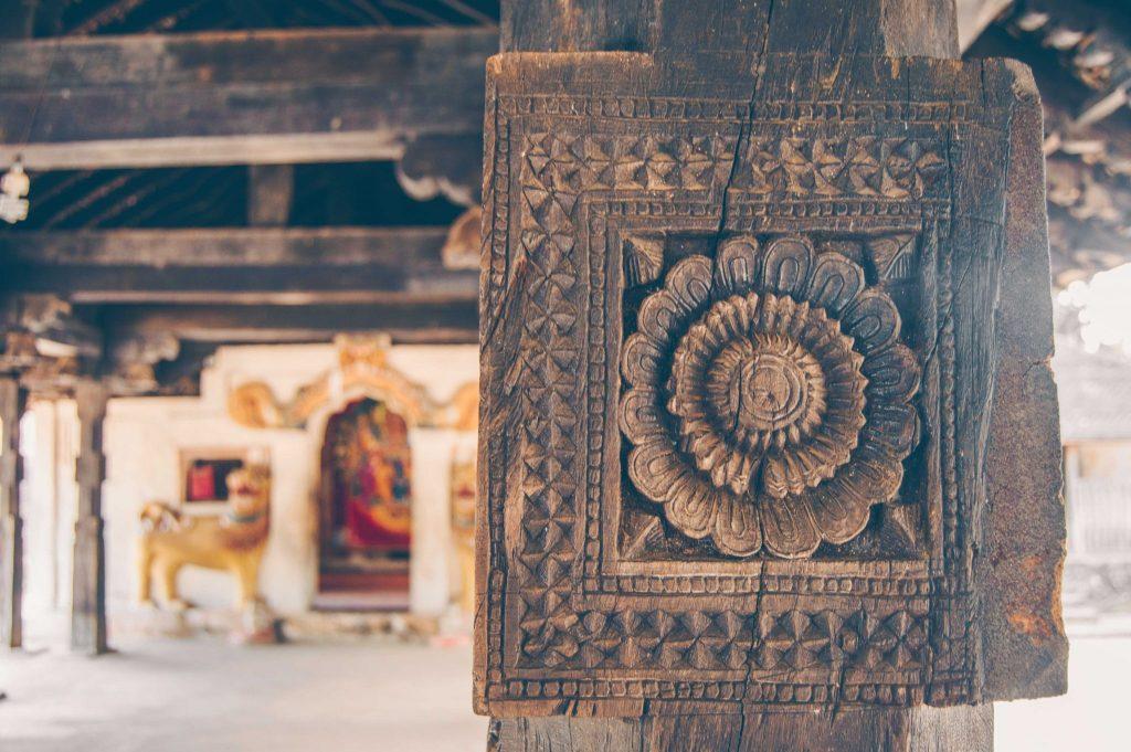 деревянный храм канди