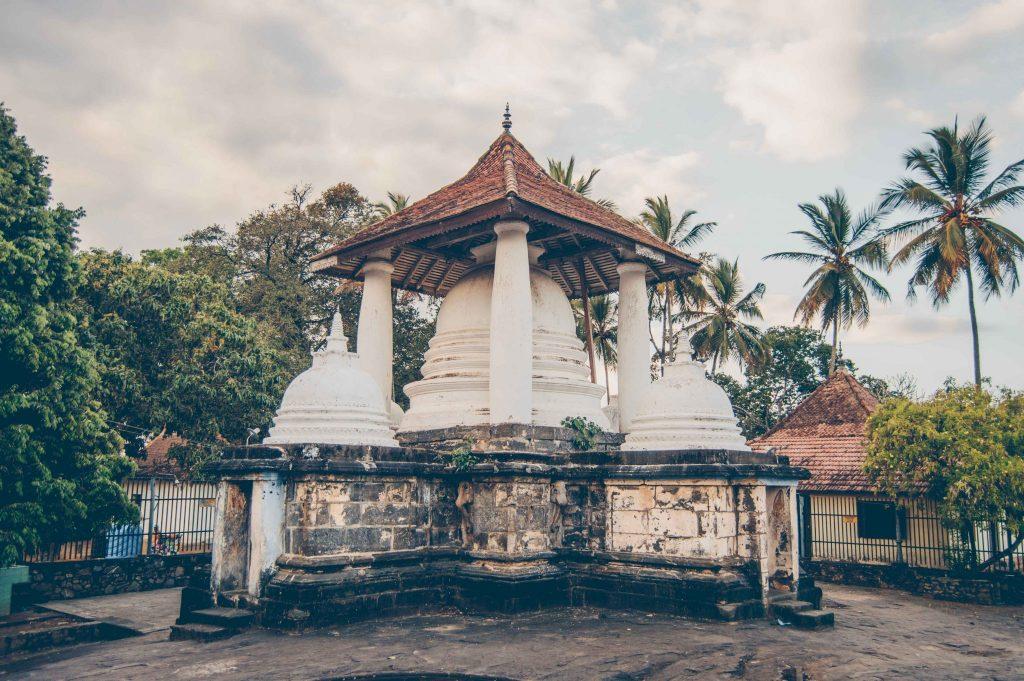 храмы рядом с канди