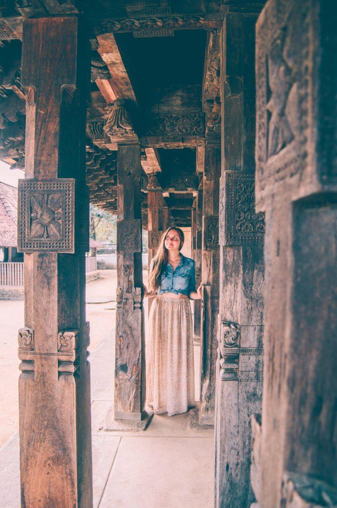 храм эмбекке