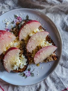 toast with cottage cheese and peach