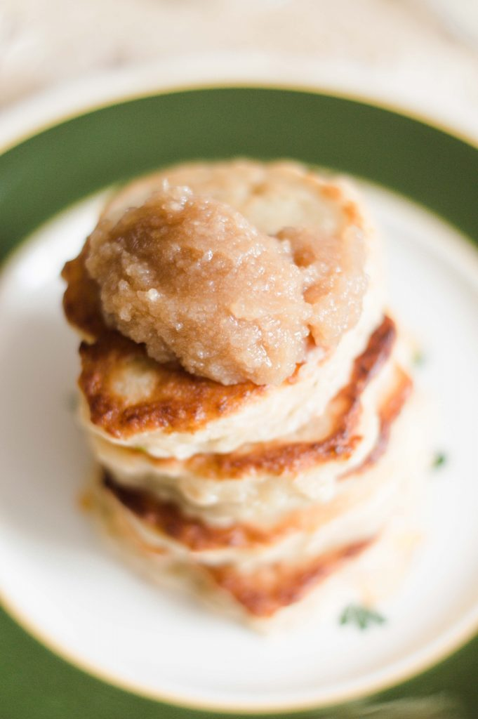 russian-apple-pancakes