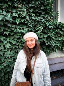 yulia-portrait-green-wall
