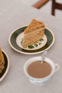 medvezhiy-cake-slice