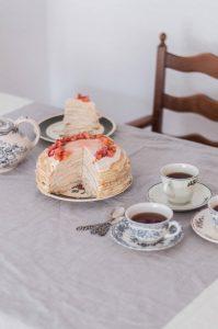 blinniy-tort-with-rhubarb-cream