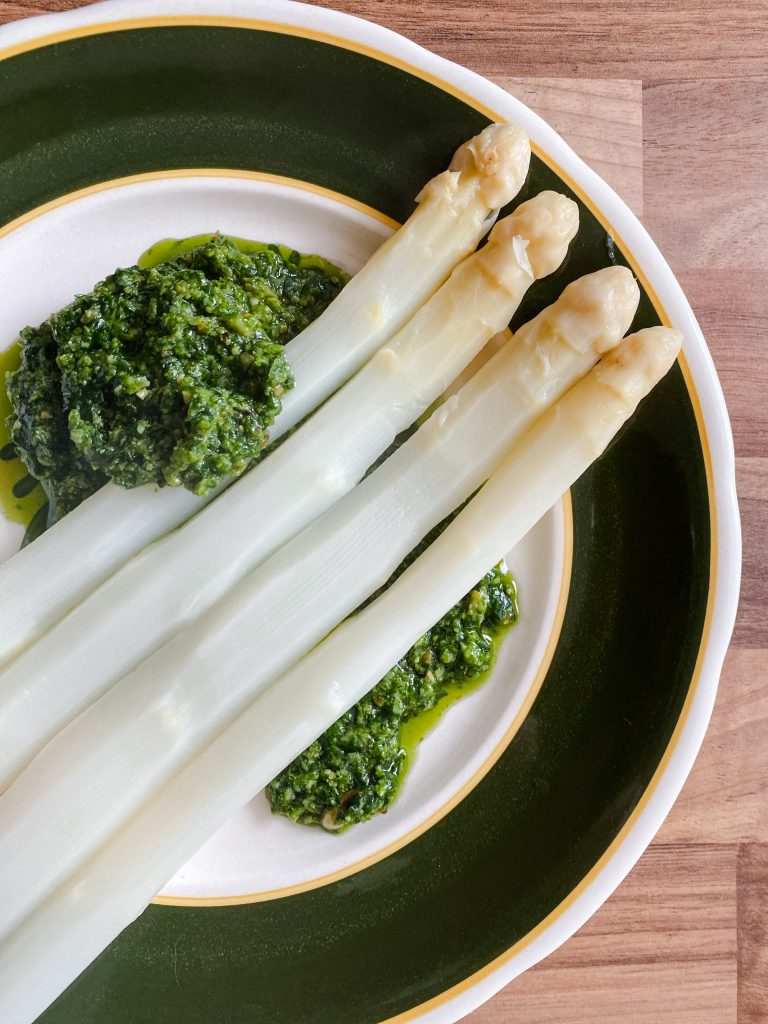 white-asparagus-with-pesto