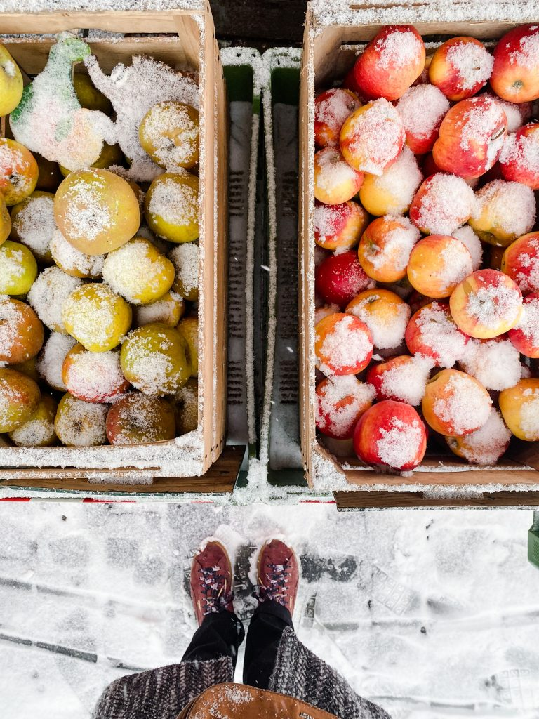 market-apples